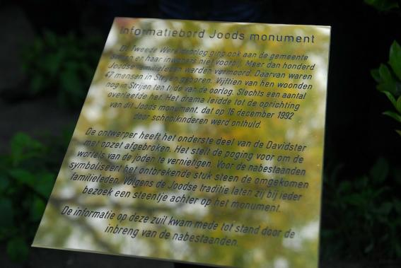 The plaque with information about the monument